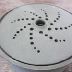 陶器の蚊取り線香入れ