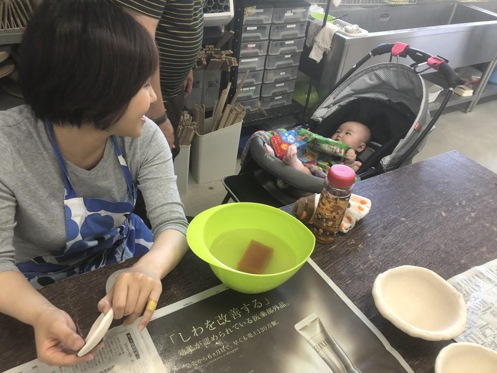 お母さんと陶芸