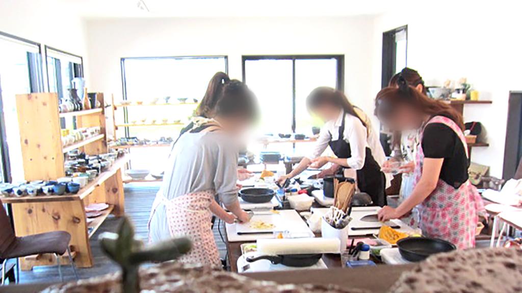 お料理教室の光景